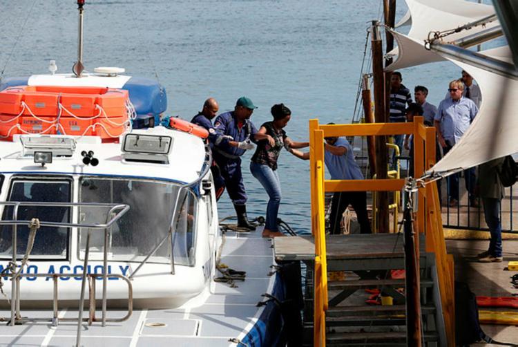 Órgão designará promotor para investigar naufrágio que matou ao menos 18 - Foto: Xando Pereira | AG. A TARDE | 24.08.2017