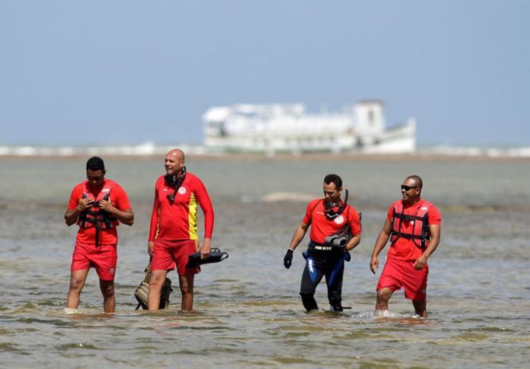 Equipes durante buscas por sobreviventes - Foto: Raul Spinassé | Ag. A TARDE