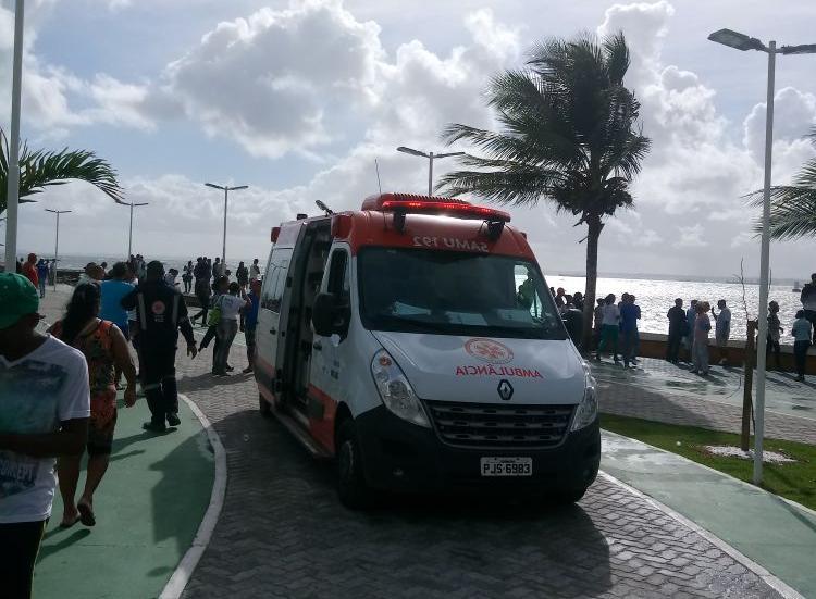 Lancha com mais de cem pessoas a bordo naufraga na Bahia