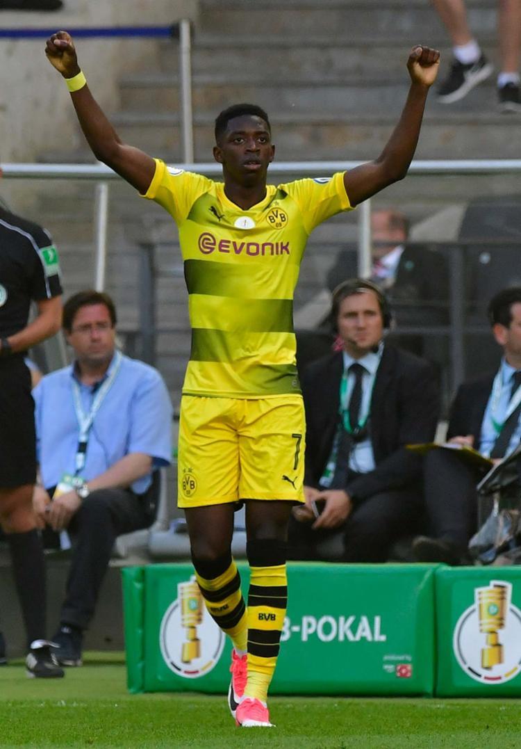 O atacante Ousmane Dembélé é francês - Foto: AFP