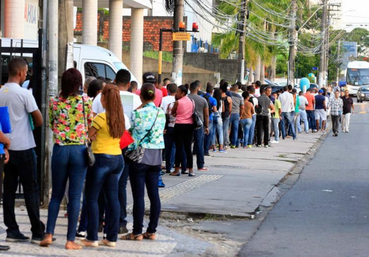 São cerca de 14 milhões de desempregados no país hoje - Foto: Edilson Lima | Ag. A TARDE | 24.1.2017