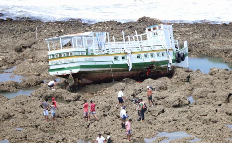 A embarcação transportava 120 pessoas; 19 corpos foram encontrados até agora - Foto: Alberto Maraux   Divulgação   SSP-BA