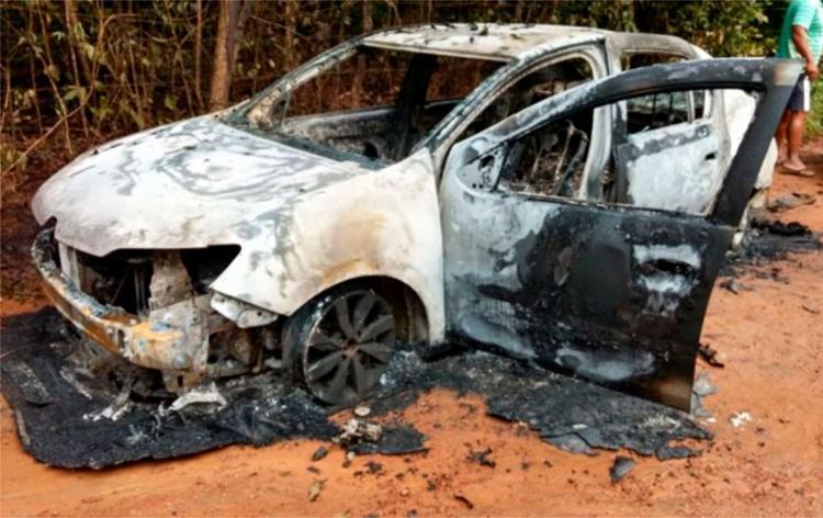 As vítimas estavam dentro de um Fiat Palio - Foto: Reprodução | Camaçari Notícias
