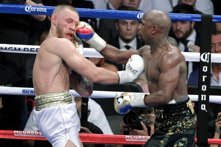 McGregor foi nocauteado e vencido pelo cansaço - Foto: John Gurzinski | AFP | 27.08.2017