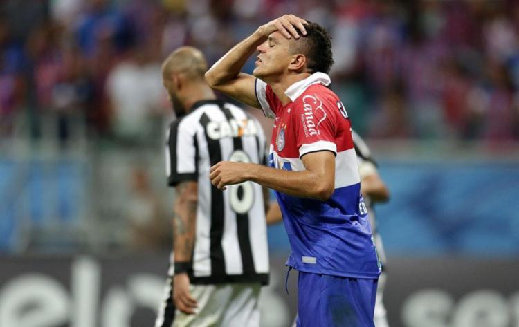 O jogo foi decidido nos acréscimos, com gol do ex-tricolor Bruno Silva - Foto: Raul Spinassé | Ag. A TARDE