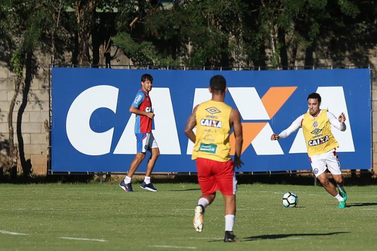 Sem atuar há dois meses por conta de uma canelite, Edigar Junio (D) treina com bola e deve estar pronto para o próximo jogo - Foto: Felipe Oliveira (EC Bahia) l Divulgação