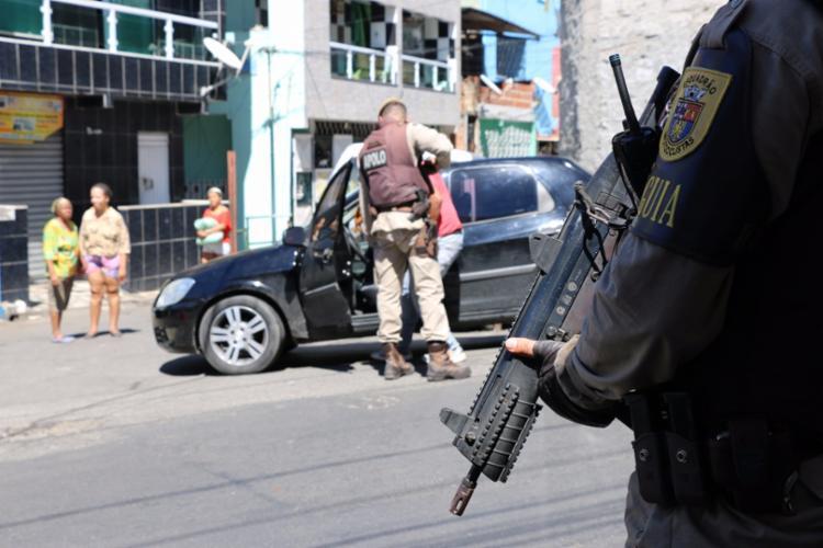 Policiais fazem patrulha pelos bairros do IAPI, Pero Vaz, Santa Mônica e Liberdade - Foto: Alberto Maraux | Divulgação | SSP-BA