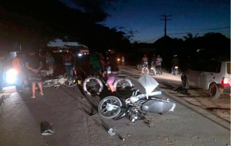 As duas motos colidiram de frente deixando duas pessoas feridas - Foto: Reprodução | Radar 64