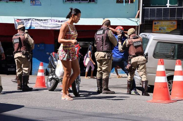 PM intensificou as abordagens nos locais onde houve ataques - Foto: Alberto Maraux l SSP-BA l Divulgação