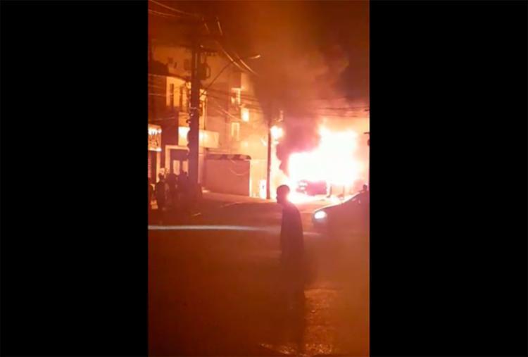 A fiação da central do Samu foi danificada por conta do ônibus incendiado no IAPI - Foto: Reprodução