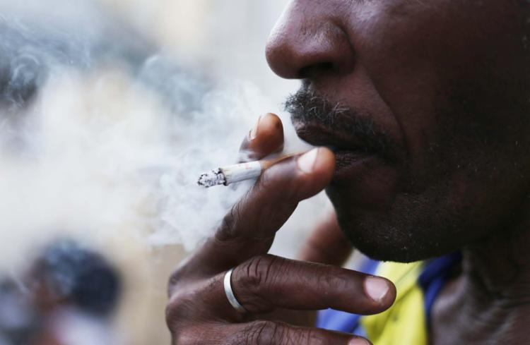 Todos os anos, mais de 150 mil pessoas morrem no país devido ao consumo de cigarro - Foto: Joá Souza | Ag. A TARDE | 15.3.2017