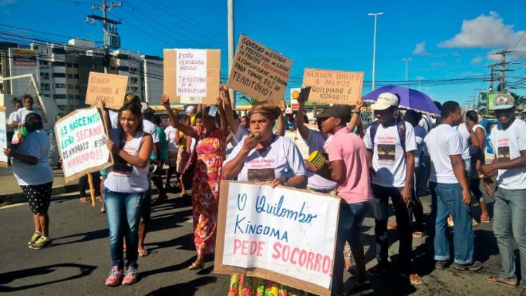 Por conta da manifestação, parte da Estrada do Coco está interditada - Foto: Roberto Aguiar | Ag. A TARDE