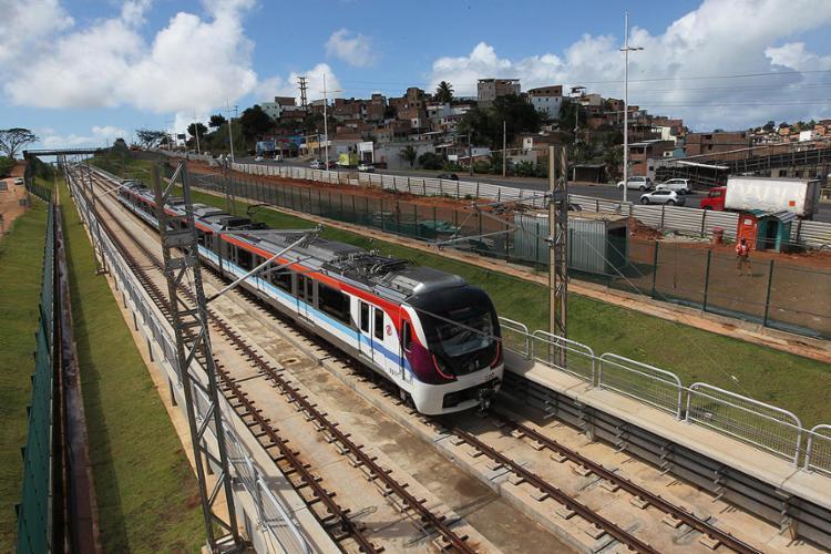 Os trens passaram, na manhã desta quarta, pelas estações Flamboyant, Tamburugy, Bairro da Paz e Mussurunga, que compõem mais 7,5 km - Foto: Alberto Coutinho l Gov-BA