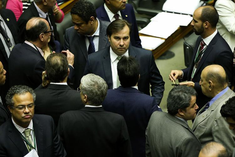 Presidente em exercício, Maia editou MP depois de ter visitado o Congresso - Foto: Marcelo Camargo l Agência Brasil