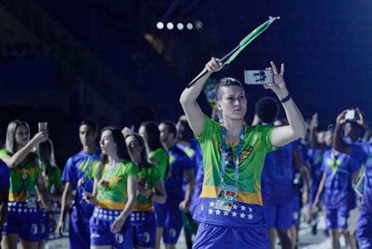 Brasileiros desfilam na abertura da Universíade de Taipei - Foto: Fellipe Chagel | Divulgação | CBDU