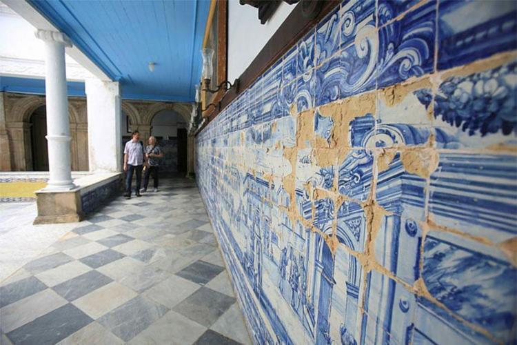 Conjunto de painéis de azulejos apresentam sinais de deterioração - Foto: Joá Souza | Ag. A TARDE