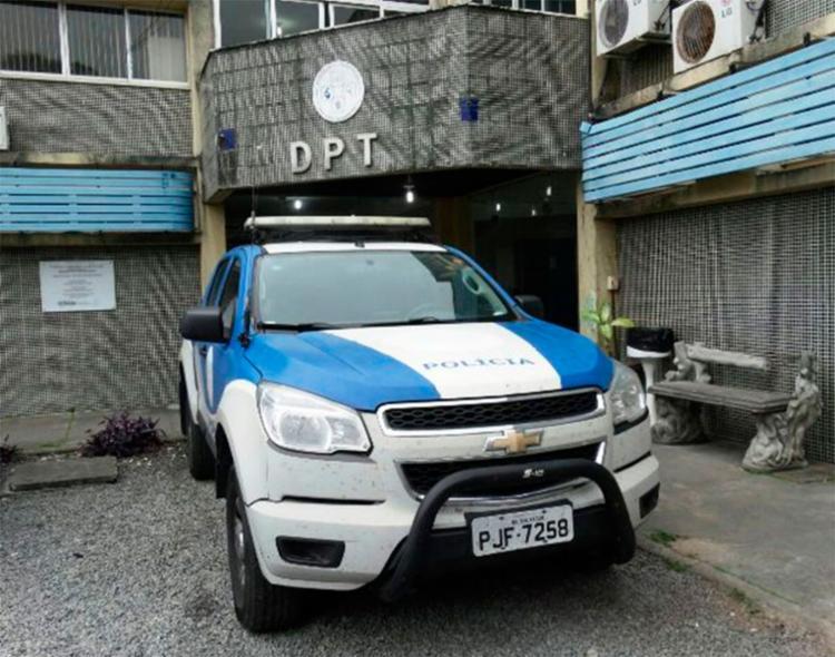 O corpo da mulher foi encaminhado para o DPT de Feira de Santana - Foto: Aldo Matos   Reprodução   Acorda Cidade