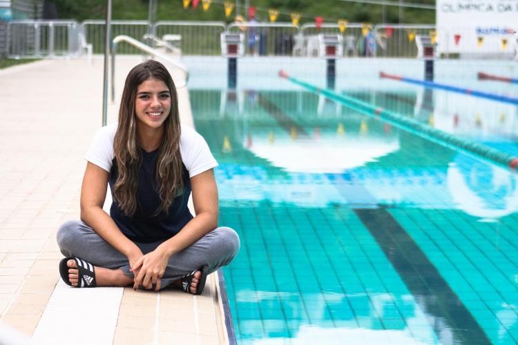 Arícia Perée, de 15 anos, é promessa da natação baiana - Foto: Paulo Brito / FBDA