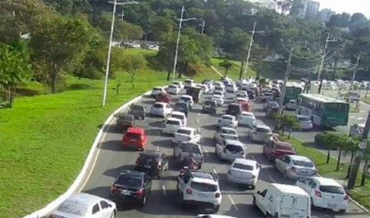 O trânsito está congestionado desde o Parque da Cidade até a avenida Juracy Magalhães - Foto: Divulgação | SSP-BA