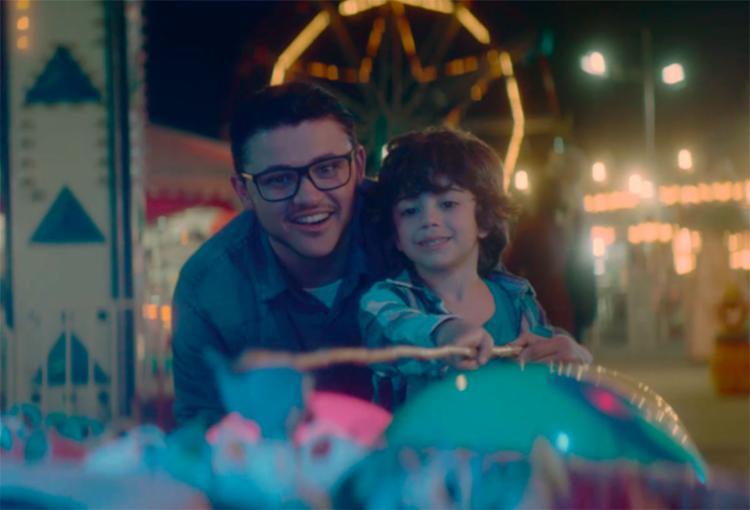O vídeo conta a história de uma criança que mostra o orgulho e o amor genuíno que sente pelo pai - Foto: Divulgação