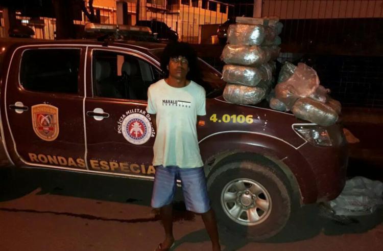 Com o suspeito foram apreendidos 57 tabletes de maconha, 44 pinos de cocaína e munições - Foto: Divulgação | SSP