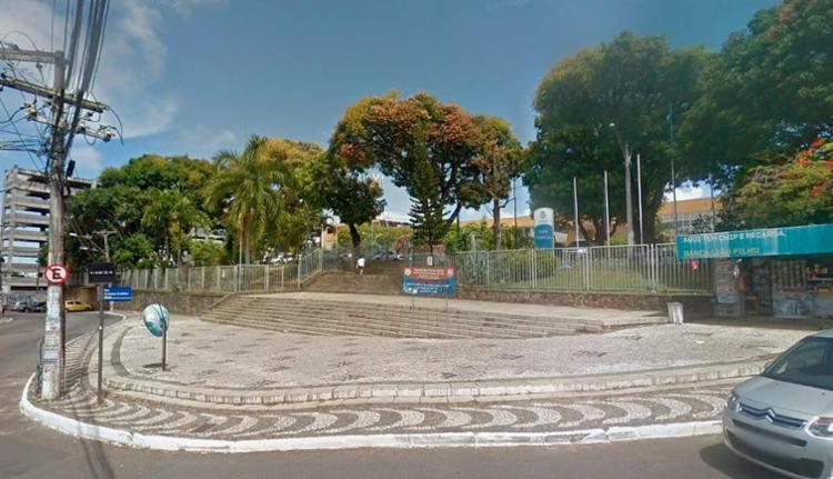 O estudante correu pelos corredores da faculdade, mas foi contido - Foto: Reprodução | Google Maps