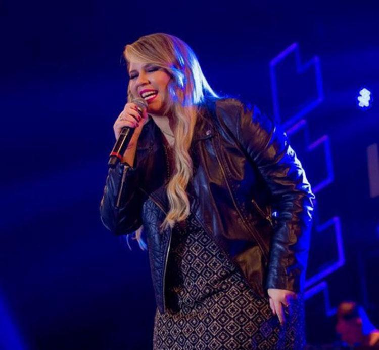 Muitos fãs da cantora também criticaram o comentário da mulher - Foto: Reprodução | Instagram