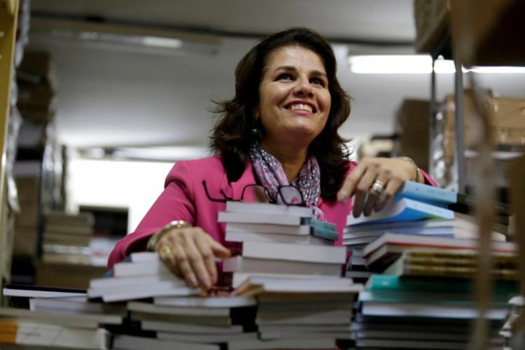 Flávia Garcia Rosa ganhou um dos prêmios mais respeitados do meio editorial universitário, o Reconhecimento ao Editor - Foto: Adilton Venegeroles / Ag. A Tarde
