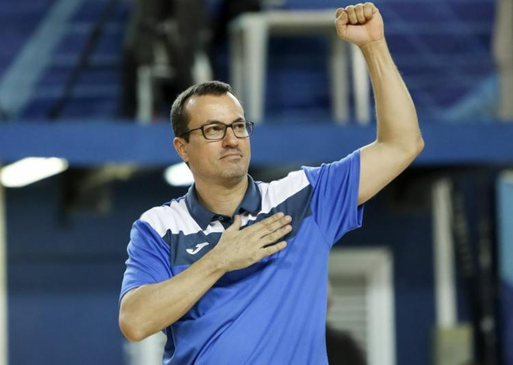 César Guidetti, técnico da seleção brasileira masculina de basquete - Foto: Reprodução | Twitter