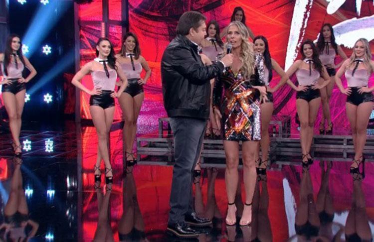 Ela compartilhou uma foto no Instagram em que aparece sendo erguida pelo parceiro de dança, o professor Marcus Lobo - Foto: Reprodução   TV Globo