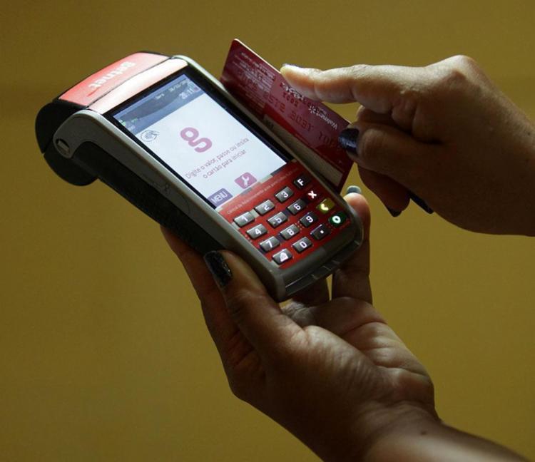 Para 42% da população a fatura do cartão de crédito aumentou - Foto: Adilton Venegeroles | Ag. A TARDE | 26.12.2016