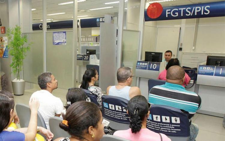 Trabalhadores só poderão sacar FGTS em caso de desemprego, compra de imóvel e aposentadoria - Foto: Luciano da Matta | Ag. A TARDE