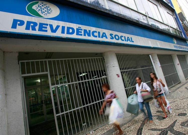 INSS limita os serviços que podem ser agendados para atendimento presencial - Foto: Joá Souza | Ag. A Tarde