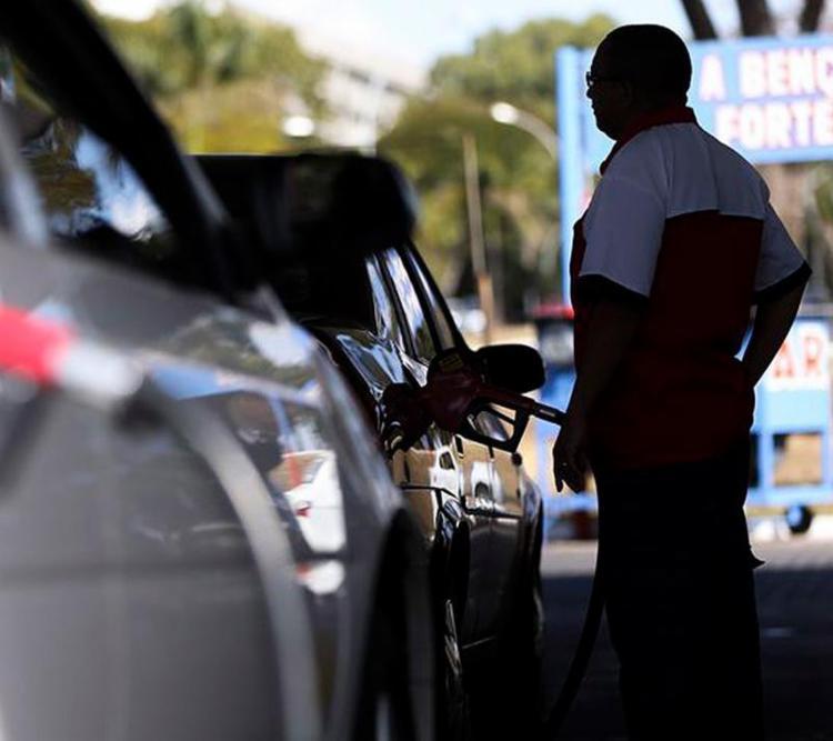 O item transporte, que inclui gasolina, subiu 0,23% para as famílias de renda alta - Foto: Marcelo Camargo l Agência Brasil