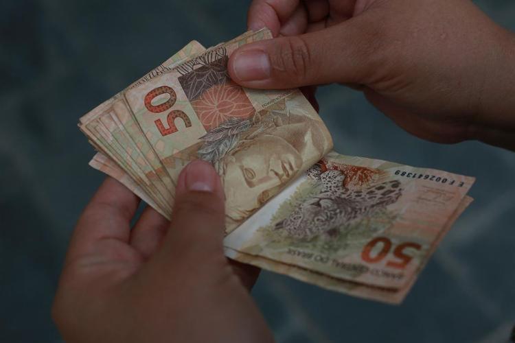 O crédito bancário para 76.644 contribuintes será feito no dia 15 de março - Foto: Joá Souza l Ag. A TARDE l 25.02.2015