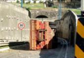 Caminhão tomba na Via Expressa; veículo já foi removido | Foto: