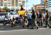 Policial militar fica ferido após colisão entre carro e moto na Paralela | Foto: