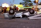 Homem morre após capotar carro e bater em poste na Estrada do Coco | Foto: