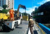 Carro colide em barra de proteção em viaduto na Av. Bonocô | Foto: