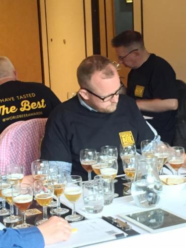 Mestres cervejeiros no dia da avaliação das melhores - Foto: Divulgação | WDA