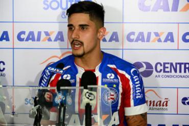 O zagueiro Thiago Martins foi apresentado ontem no Fazendão - Foto: Felipe Oliveira l EC Bahia