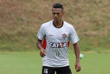 Com lesão no joelho, Juninho fica fora do Vitória por até um mês