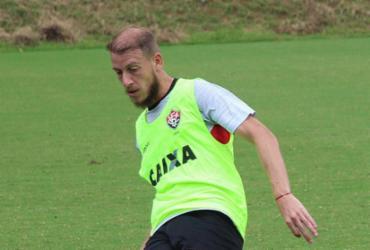 Volante Uillian Correia se firma como titular do Vitória