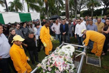 Pedro Irujo é sepultado no Jardim da Saudade