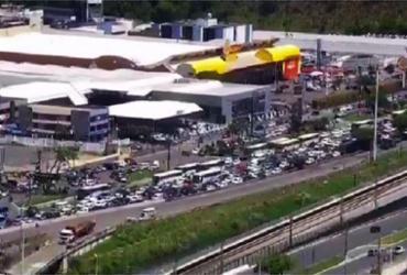 Grupo protesta na ACM por melhorias no transporte complementar