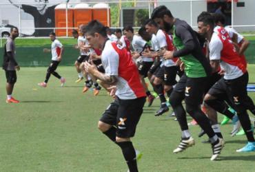 Sem confirmar escalação, Mancini treina parte tática do Vitória