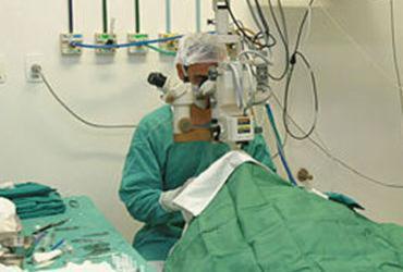 Robôs podem vir a realizar cirurgias no SUS