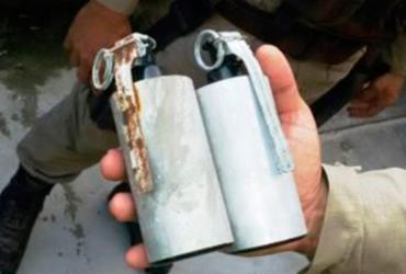 Mulher é presa com granadas e drogas em casa