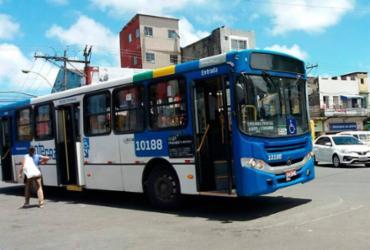 Idosa se machuca após motorista dirigir ônibus em alta velocidade |