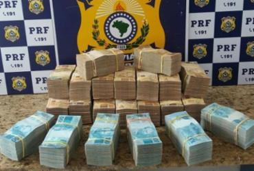 Passageiro preso com R$ 700 mil em mala na Bahia é liberado